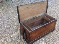 1-fine-late-17th-century-sloped-sided-camphor-wood-sea-chest-open