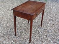 Elegant Georgian mahogany side table