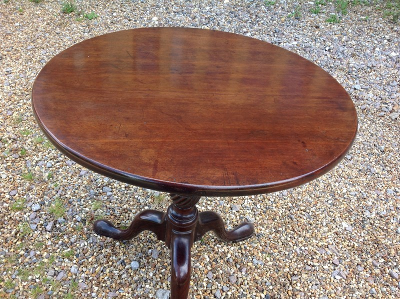 1-Georgian-mahogany-tripod-table-close-up