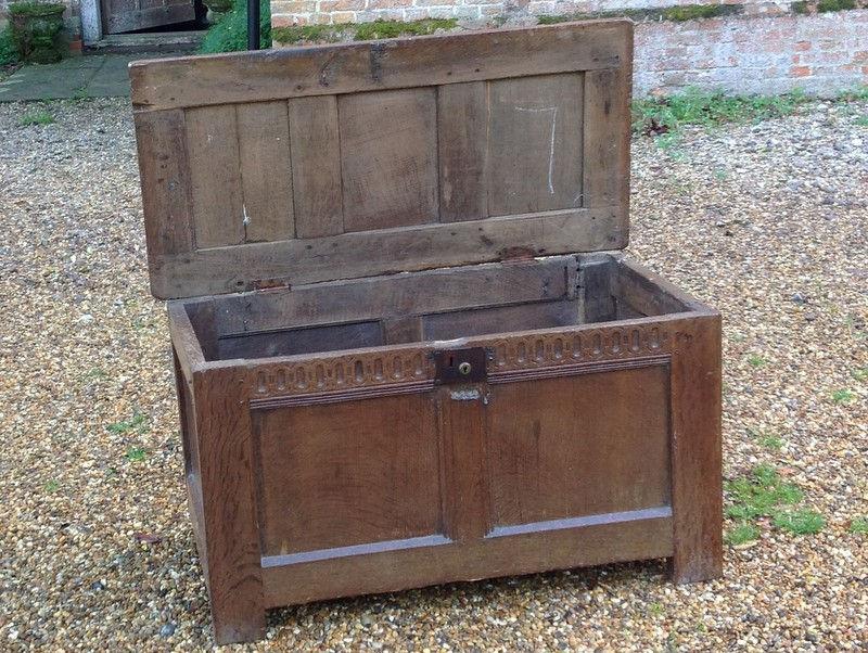 1-Small 17th century oak coffer -  inside